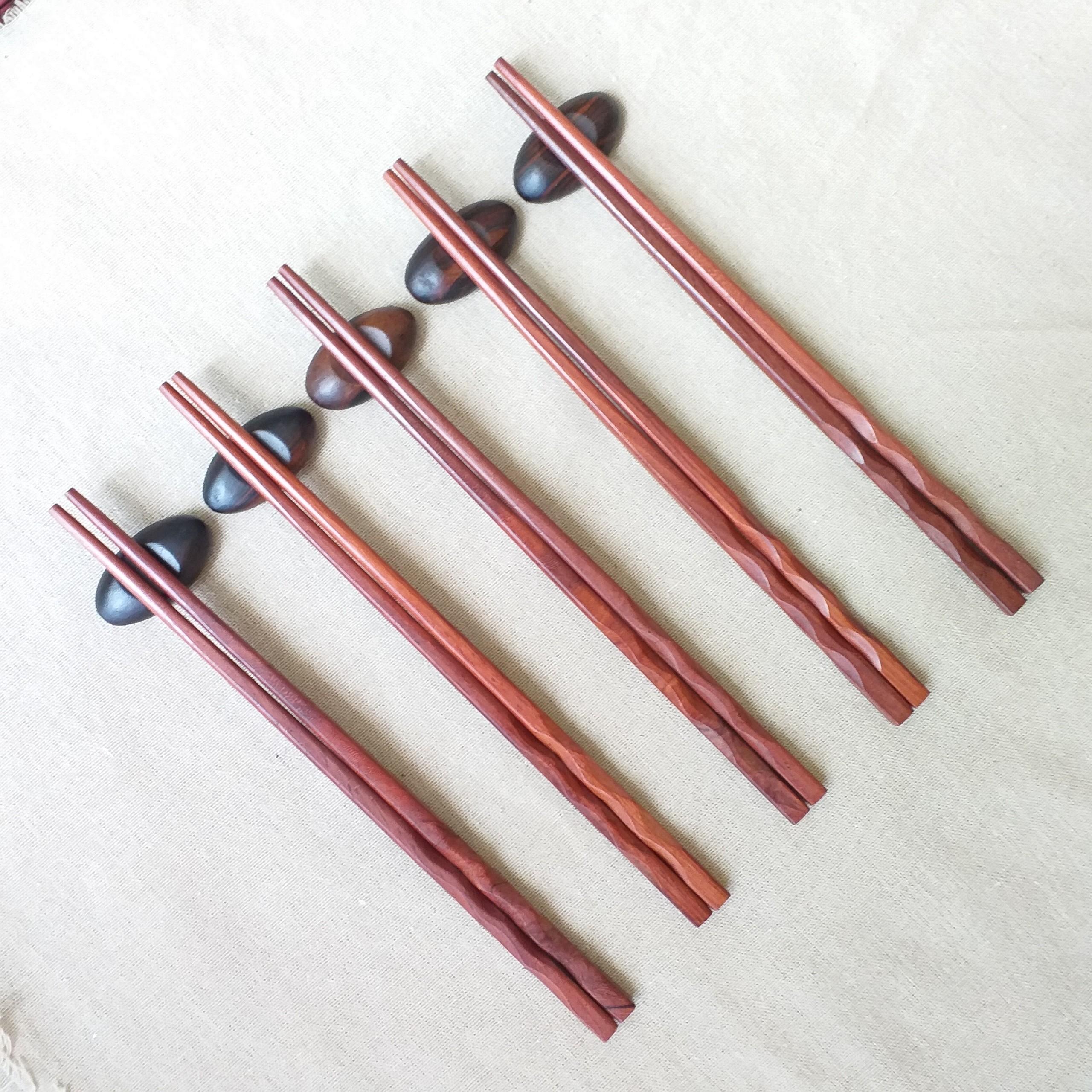 Đũa gỗ Cẩm vuông 24,5cm - Thân xoắn ốc( 5 đôi /Túi) - (D17)