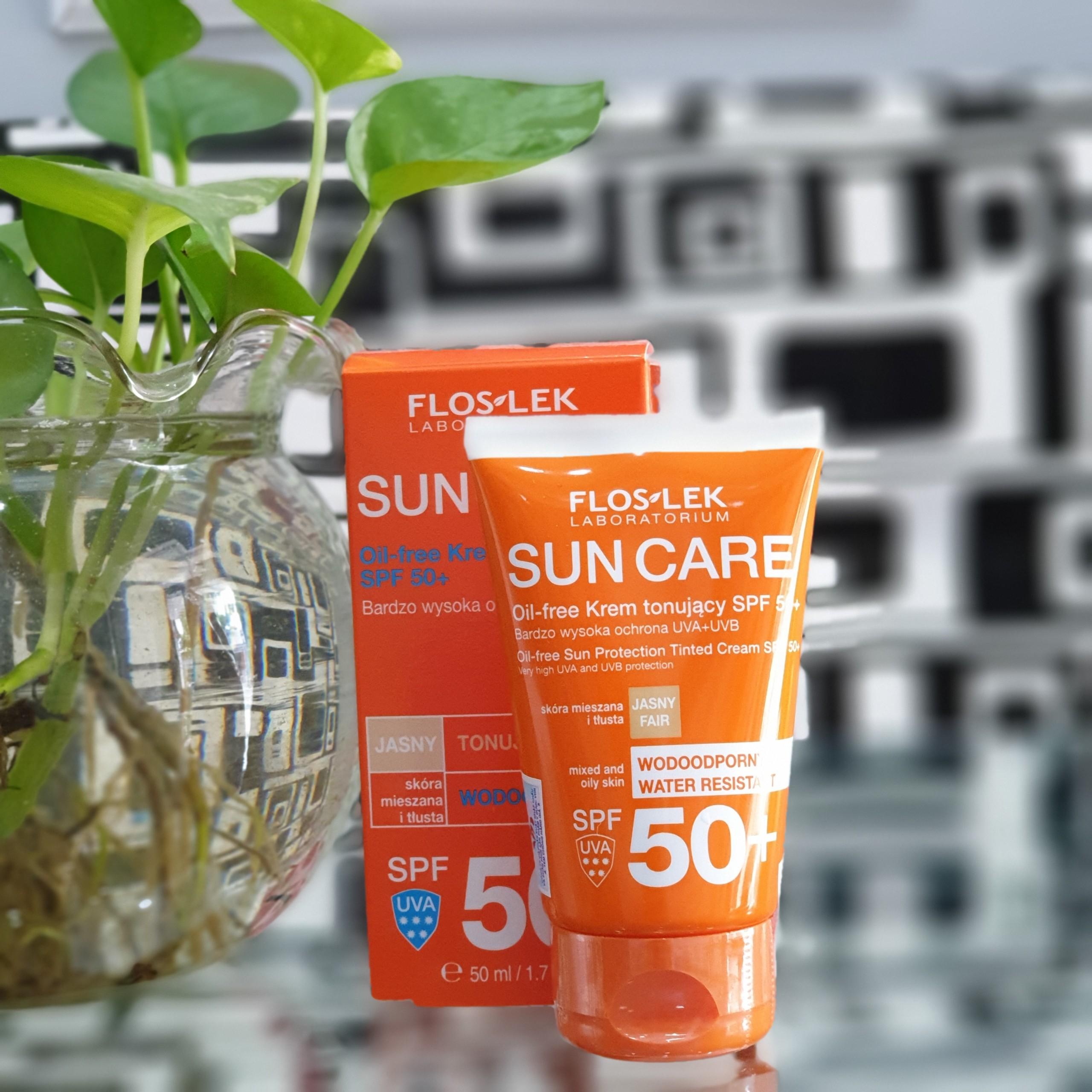 Kem chống nắng bảo vệ da nhờn mụn Floslek Oil Free Sun Protection Tinted Cream SPF 50+ 50ml + Tặng ngay 1 mặt nạ Dermal bất kỳ