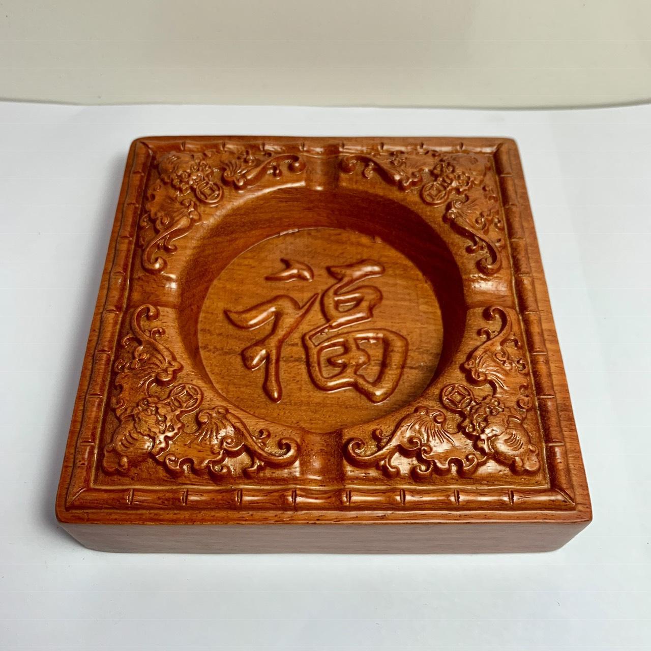Gạt tàn thuốc gỗ hương đỏ i mặt chạm chữ phong thủy NK12 (13 cm x 13 cm x 3,5cm )