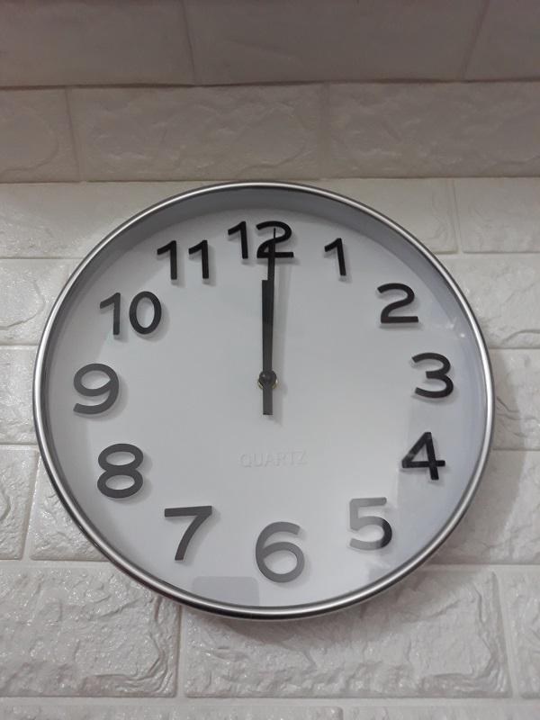 Đồng hồ treo tường kim trôi cao cấp Quartz Silver