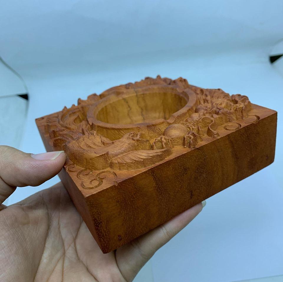 Hộp Gạt tàn vuông nguyên khối vuông bằng gỗ Hương cao cấp trạm rồng phượng nổi