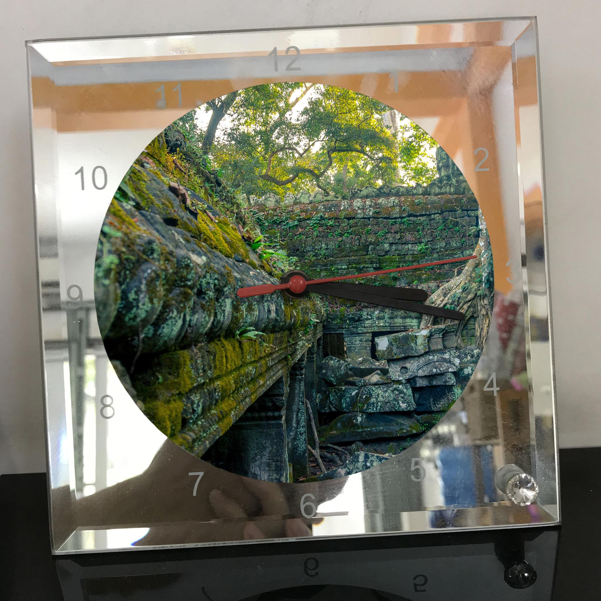 Đồng hồ thủy tinh vuông 20x20 in hình đền Angkor Wat (1) . Đồng hồ thủy tinh để bàn trang trí đẹp chủ đề tôn giáo
