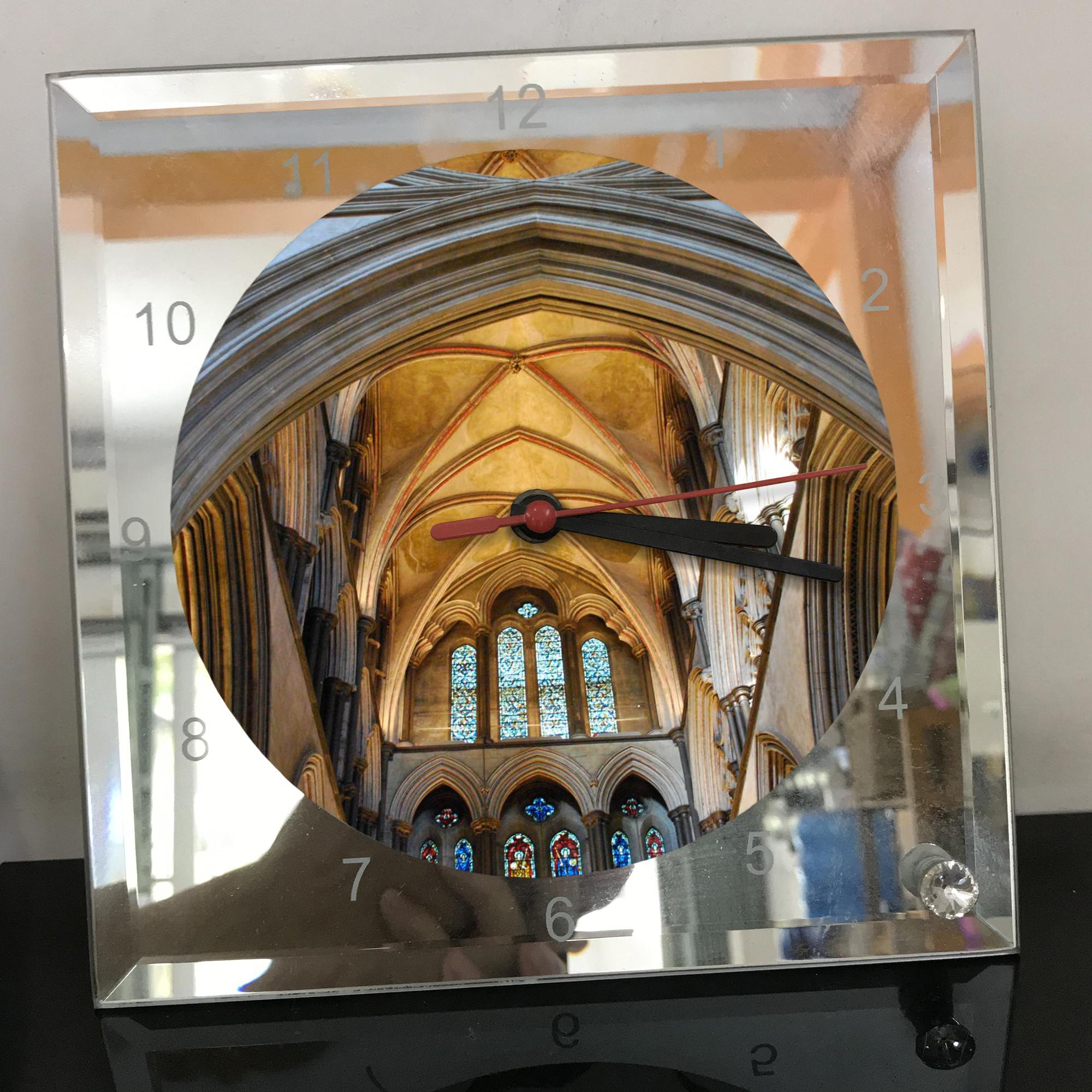 Đồng hồ thủy tinh vuông 20x20 in hình Cathedral - nhà thờ chính tòa (5) . Đồng hồ thủy tinh để bàn trang trí đẹp chủ đề tôn giáo
