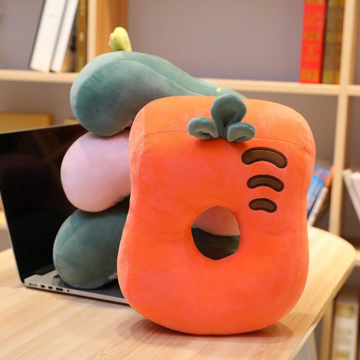 Gối ngủ văn phòng cà rốt dâu tây