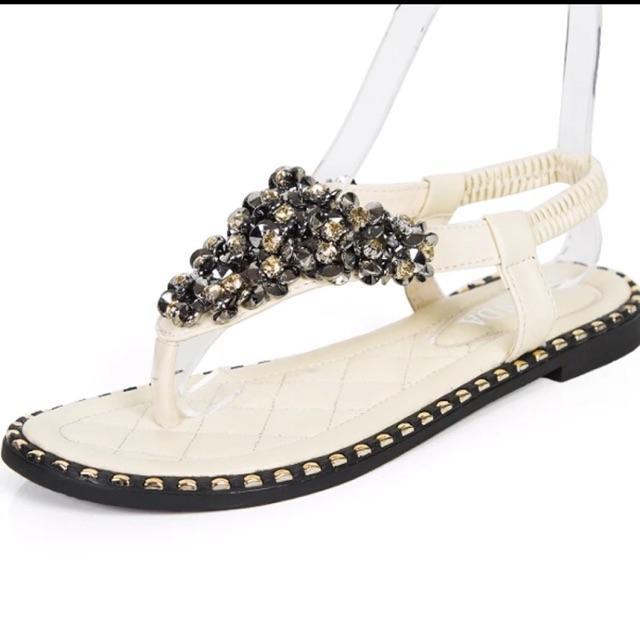 Sandal trắng