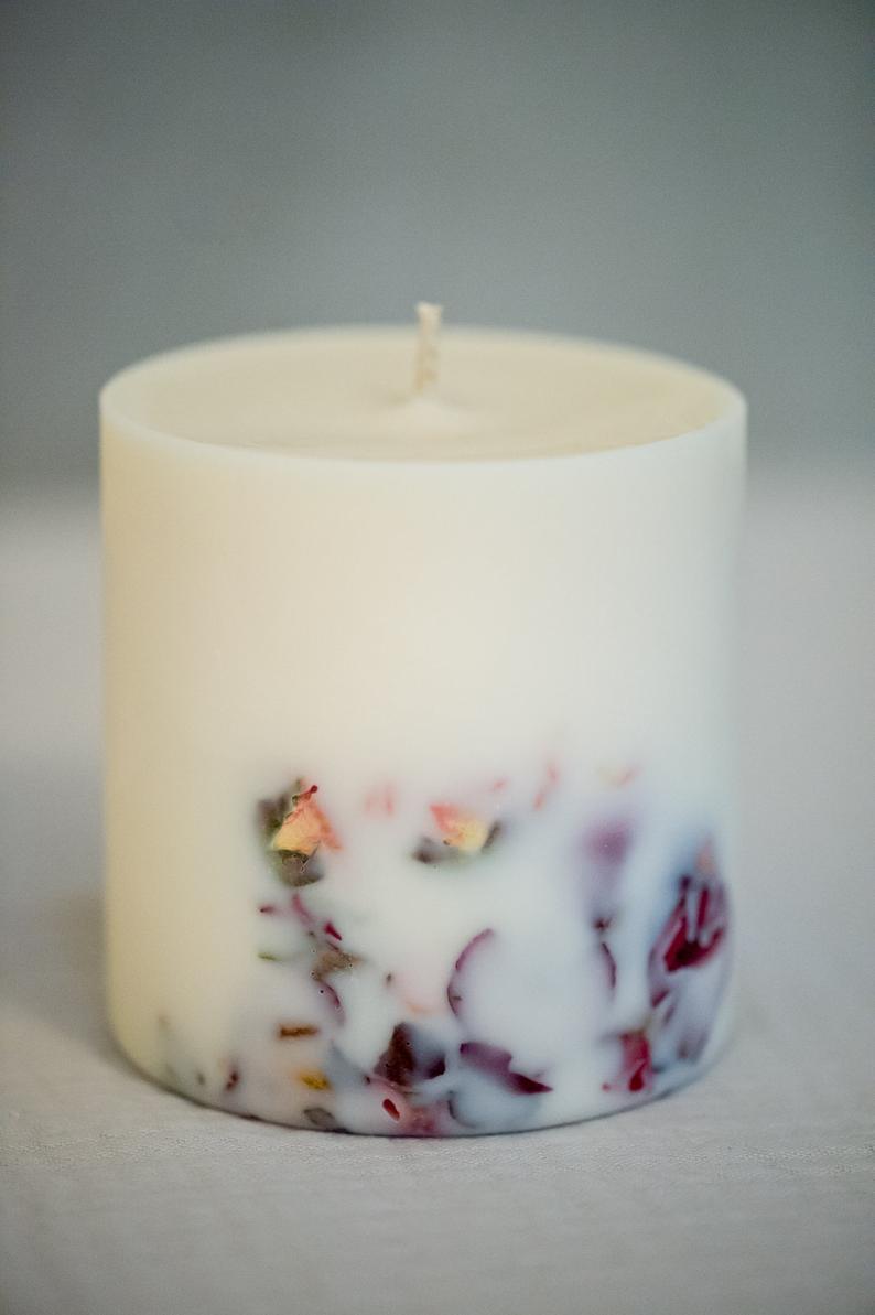 Nến thơm cao cấp bằng sáp đậu nành với tinh dầu hoa hồng tự nhiên, trang trí bông hoa hồng thật, 500ml