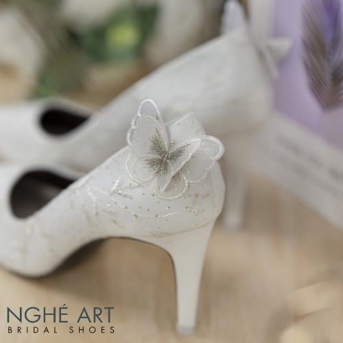 Giày cưới Nghé Art bọc ren lưới vân lá đính bướm 245