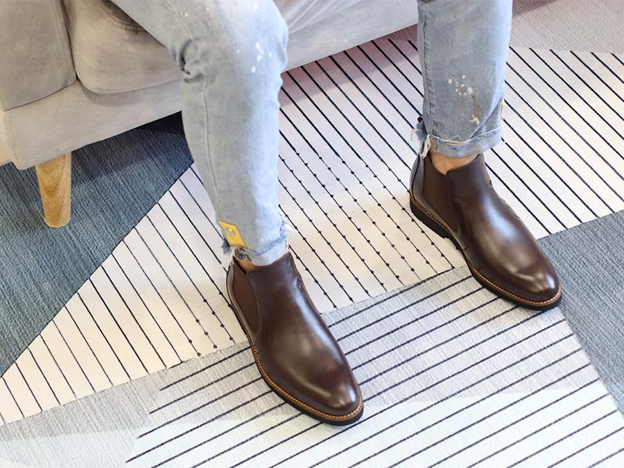 Giày Chelsea Boots Nam Tăng Chiều Cao Siêu Nhẹ T&TRA Tăng Cao 7Cm, S1077 Nâu Tối Trơn , Chất Liệu Da Bò Cao Cấp, Đế Và Lót Siêu Nhẹ Giúp Giảm Trọng Lượng 30% So Với Đế Cao Su