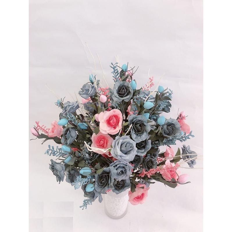 Bình hoa hồng trà hoa lụa nghệ thuật nhẹ nhàng thanh cao chân bình trụ thủy tinh trong suốt