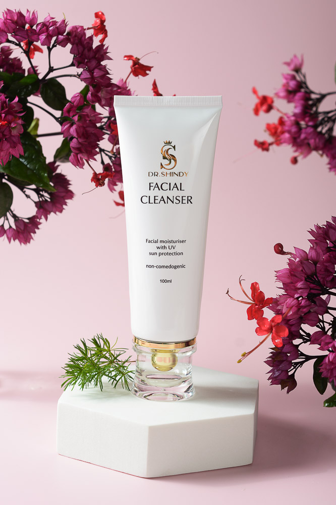 Sữa rửa mặt làm sạch nhờn ngừa mụn từ tinh chất trà xanh nha đam Dr.Shindy Facial Cleanser