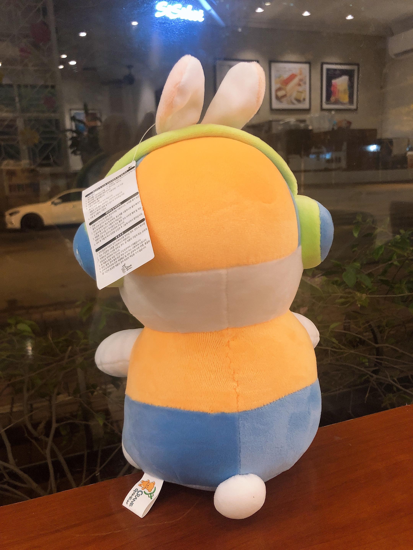 Gấu bông thỏ Mashimaro áo vàng quần xanh
