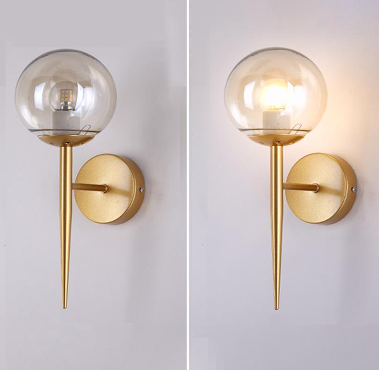 Đèn  gắn tường trang trí hình quả cầu thủy tinh trong suốt.
