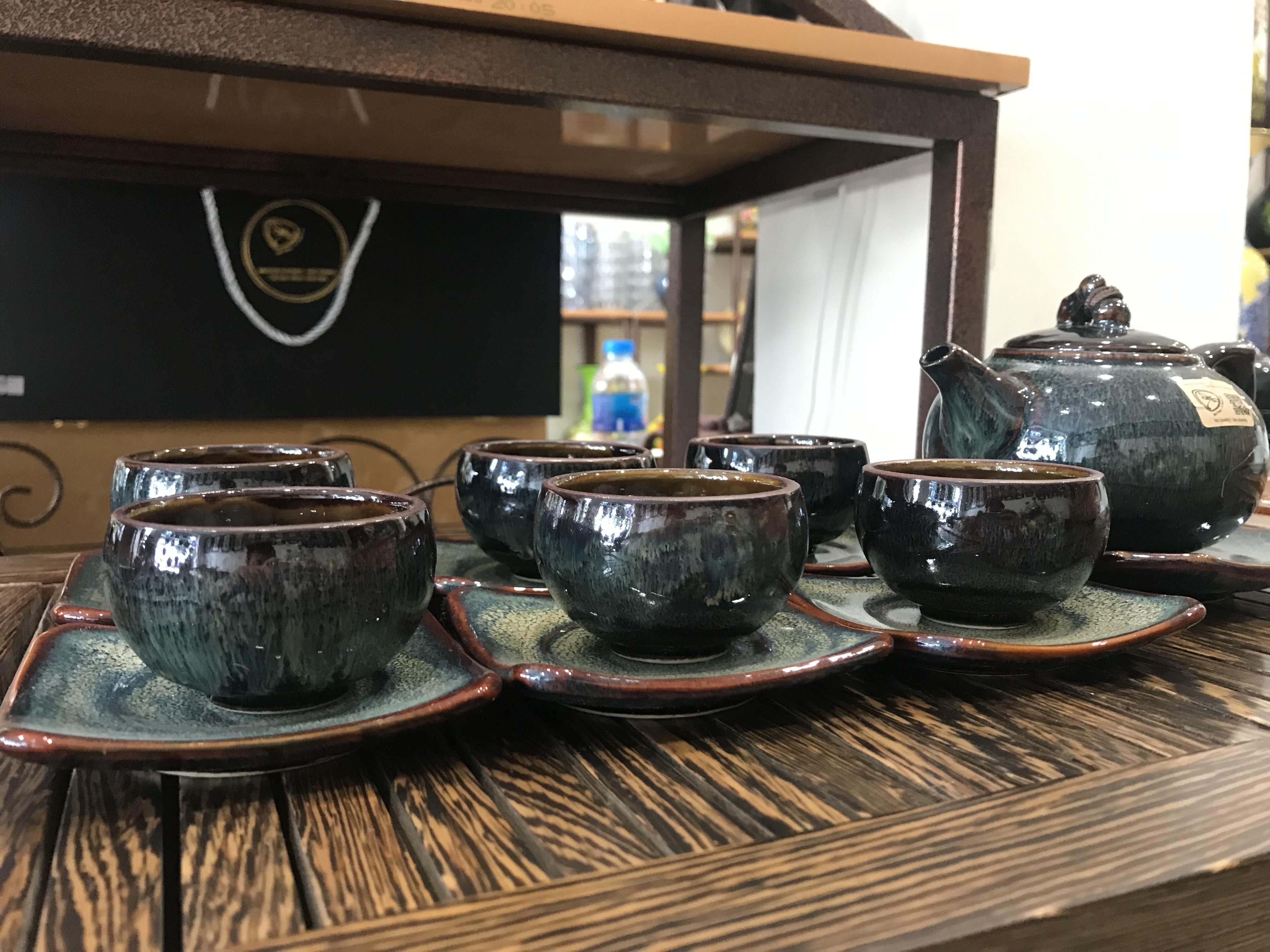 Bộ ấm trà men hỏa biến hoa nở lòng chén