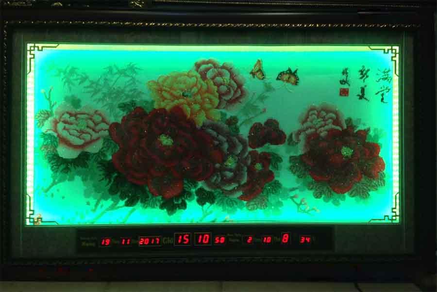 Tranh đồng hồ vạn niên thêu chữ thập hoa mẫu đơn đèn led đổi màu  -2075