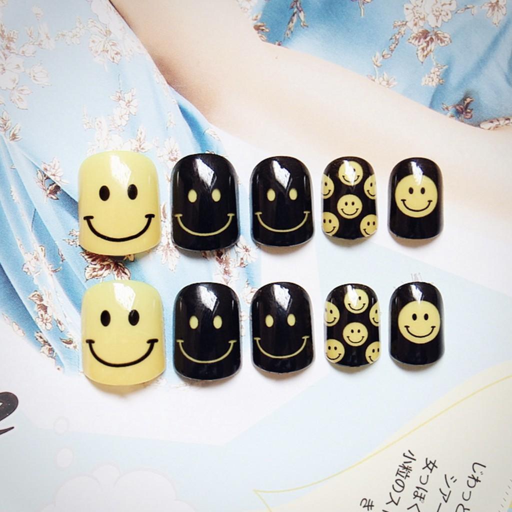 Bộ 24 móng tay giả mặt cười vàng kèm keo
