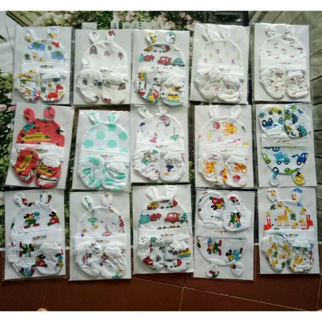 Bộ Qùa Tặng Đáng Yêu Cho Bé 0-5 tháng tuổi 15 Món nón, bao tay chân họa tiết cùng màu