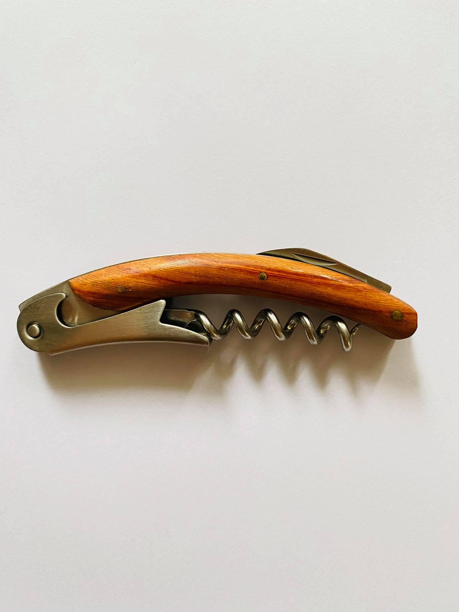 Dụng cụ khui nắp cán gỗ