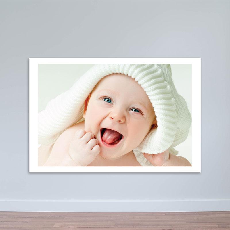 Tranh em bé cười ngộ nghĩnh treo tường phòng ngủ W1944