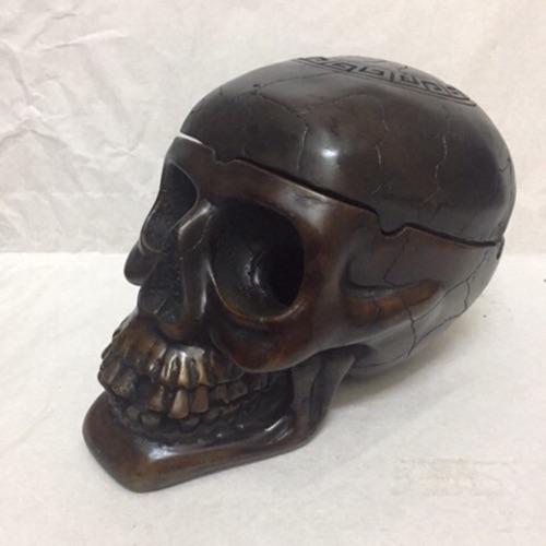 Gạt tàn hình đầu lâu bằng đá nhân tạo composite cao cấp