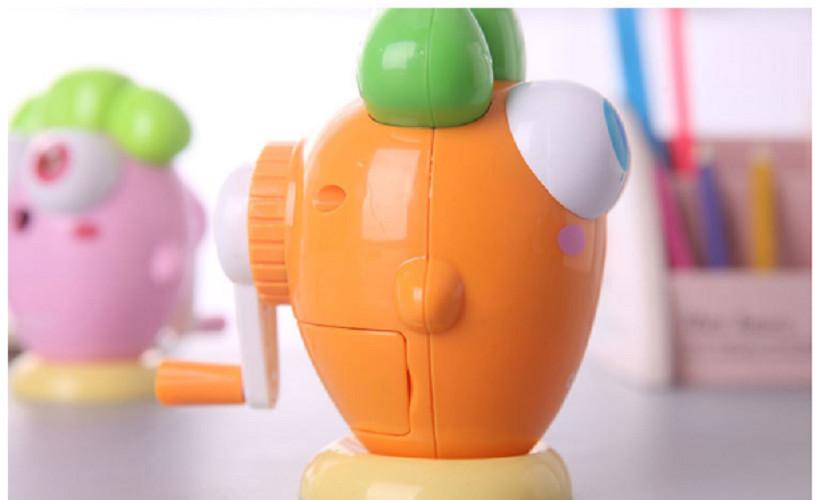Chuốt bút chì quay tay điều chỉnh hình cà rốt cực xinh giao màu ngẫu nhiên