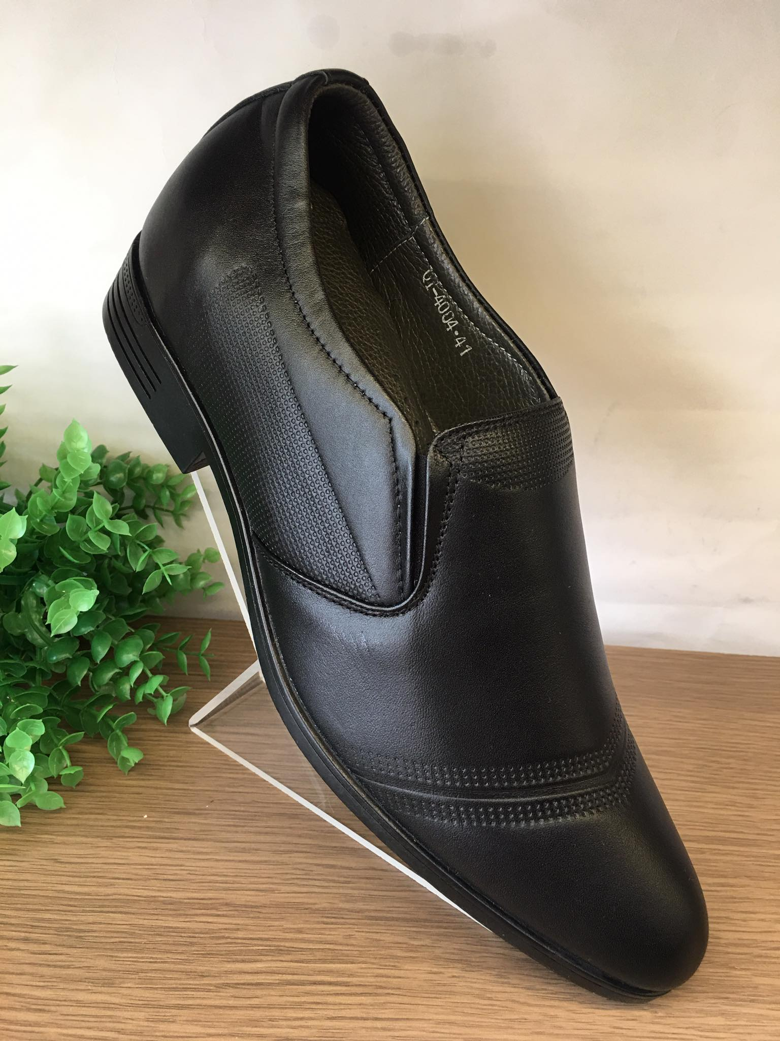 Giày tăng chiều cao da bò màu đen-TCC002