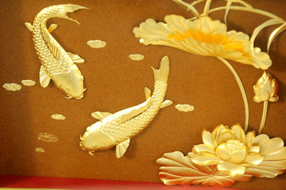 Quà tết sang trọng - Tranh cá Chép hoa Sen dát vàng 24k cao cấp