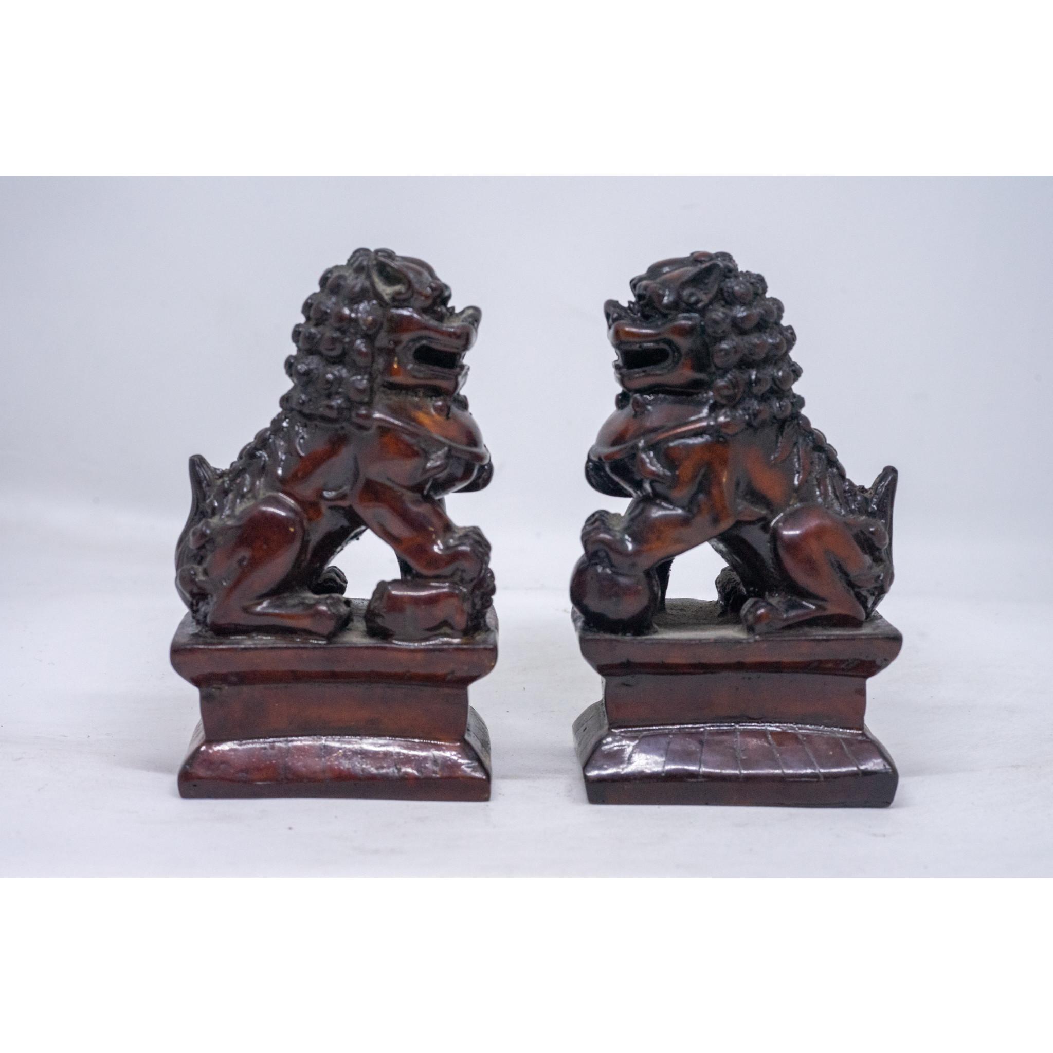 Cặp tượng Kỳ Lân ngồi bằng đá