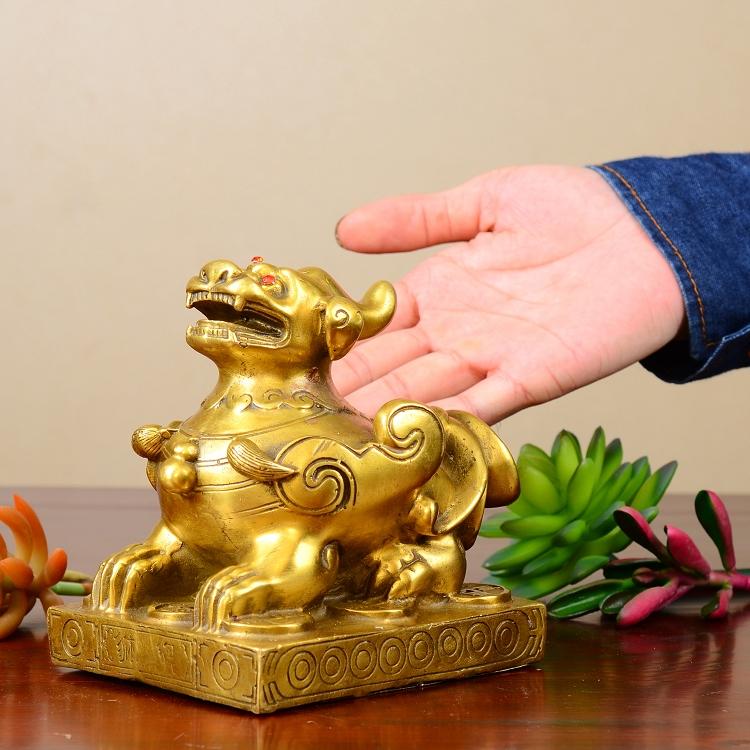 Tượng linh vật Tỳ Hưu bệ bằng đồng thau phong thủy Tâm Thành Phát