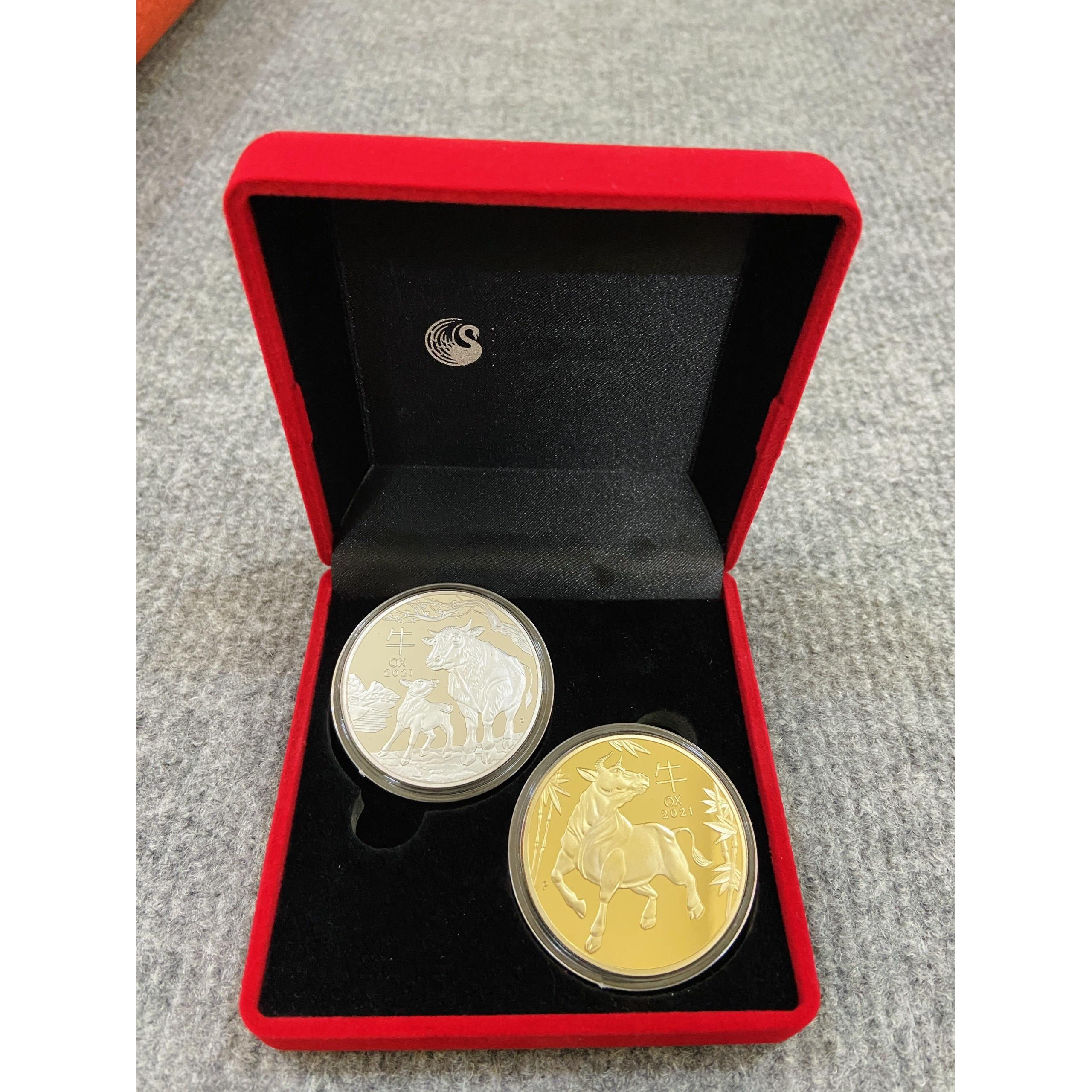 Cặp Đồng Xu Hình Con Trâu mạ màu vàng bạc 2021 úc tặng kèm hộp nhung đỏ, vật phẩm phong thủy cầu may mắn, làm quà tặng, tiền lì xì - The Merrick Mint - PVN2789
