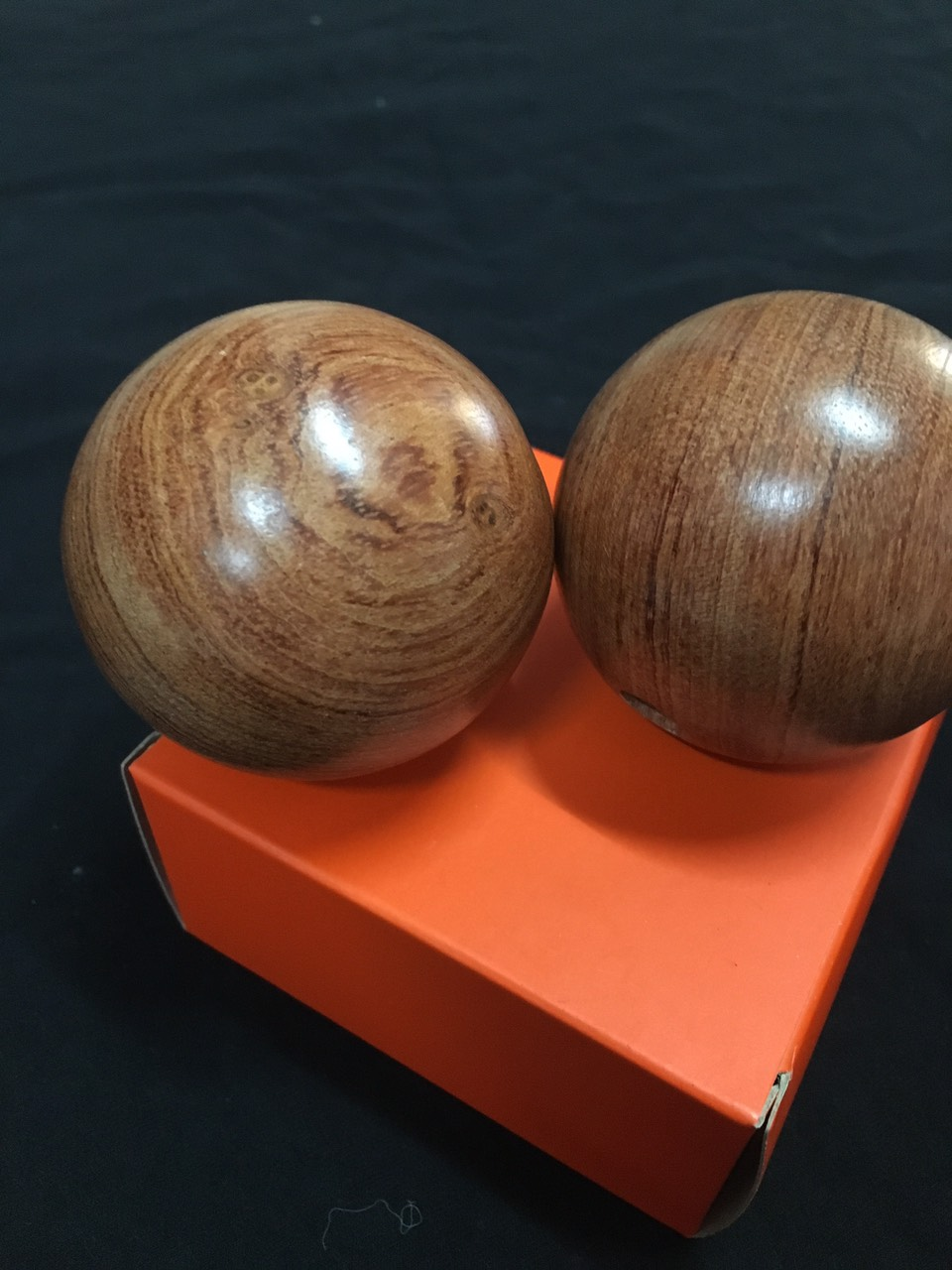 Bi lăn tay bằng gỗ Hương - Sản phẩm cho sức khoẻ  - 5 cm ( hình thật )