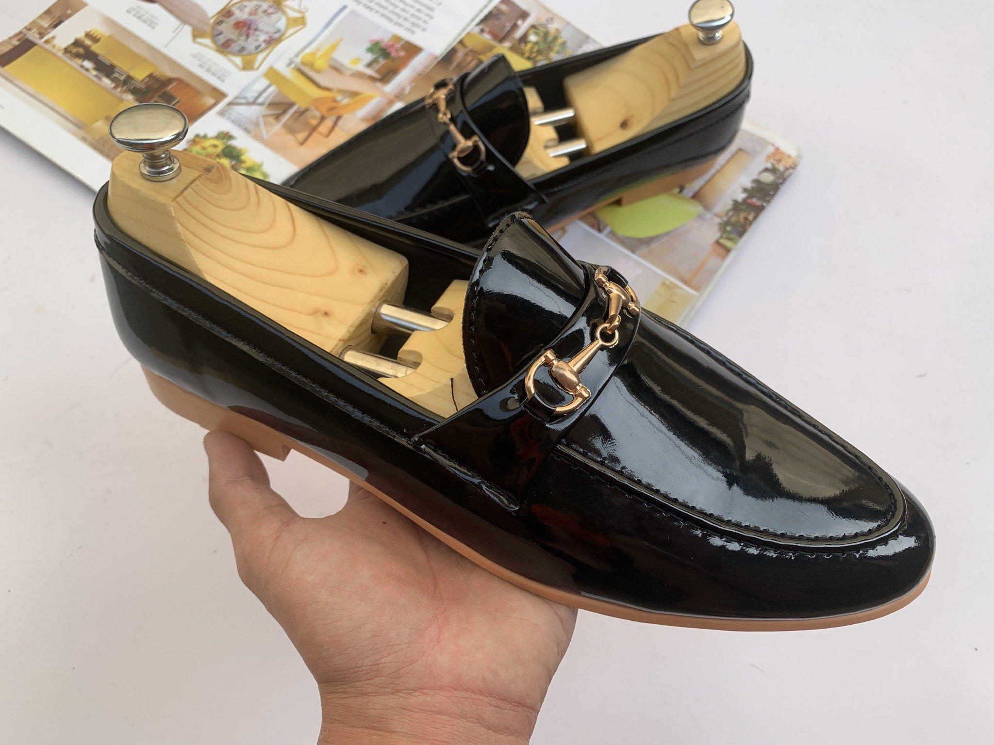 Giày Tây Nam Khóa Kim Loại Vàng Đế Vàng Lịch Lãm