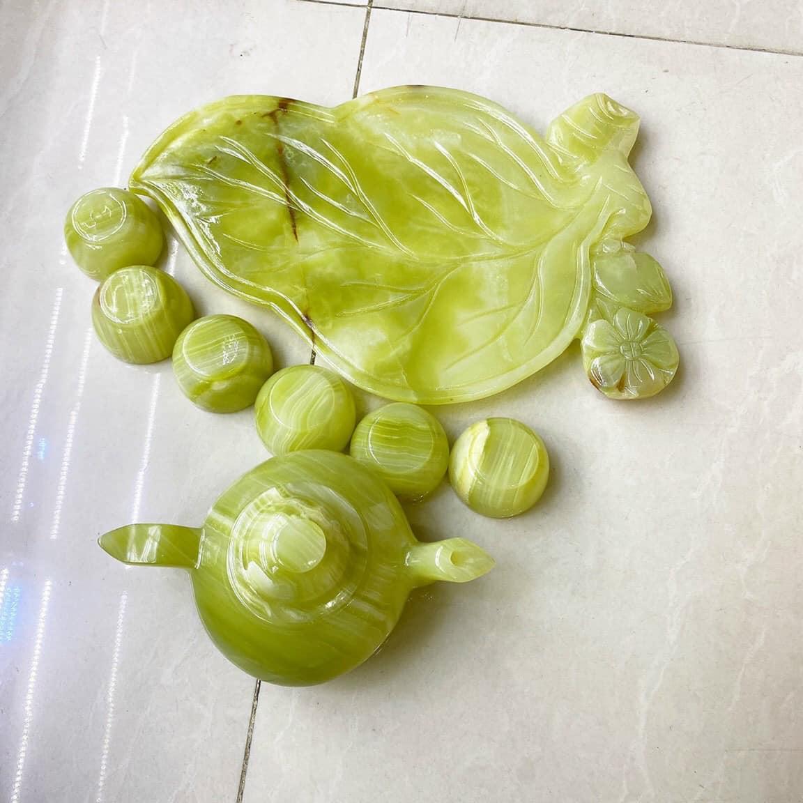 Bộ ấm trà với dĩa kiểu chếc lá trầu đá ngọc Onyx