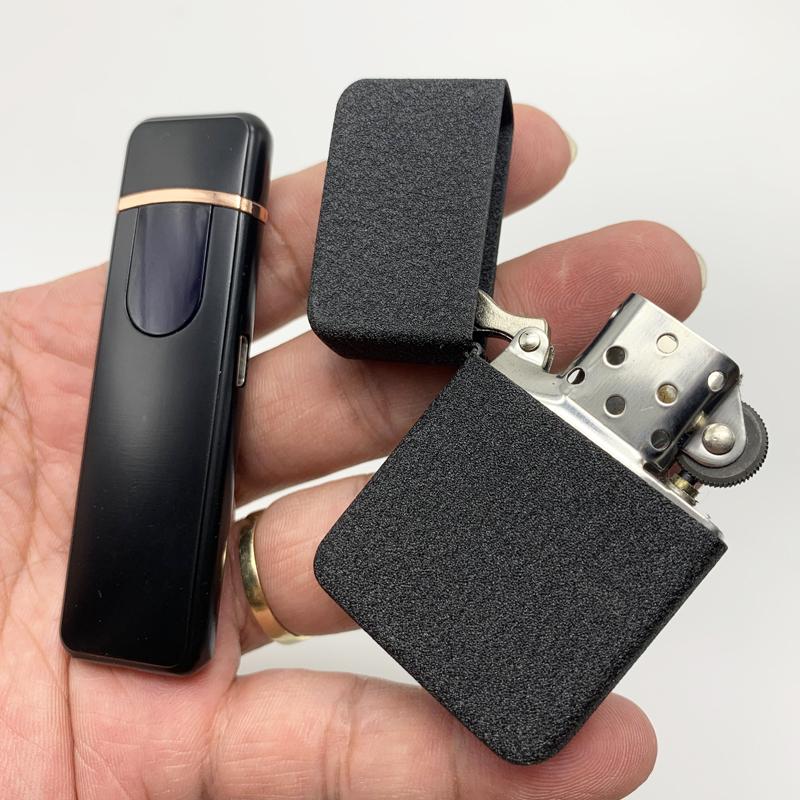 Bộ 2 bật lửa cảm ứng xạc pin và dùng xăng (Màu Đen)