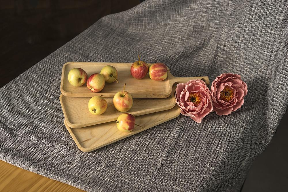 Khay gỗ đựng đồ ăn hình chữ nhật có tay cầm 100% bằng gỗ Ash tự nhiên ( Size M)