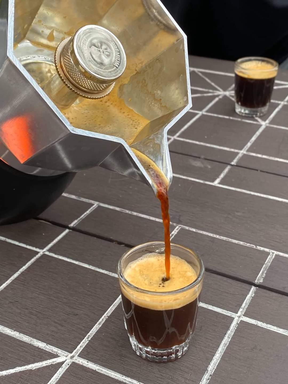 Ấm pha cà phê đời mới Bialetti Brikka 2 cup. Hàng Chính hãng