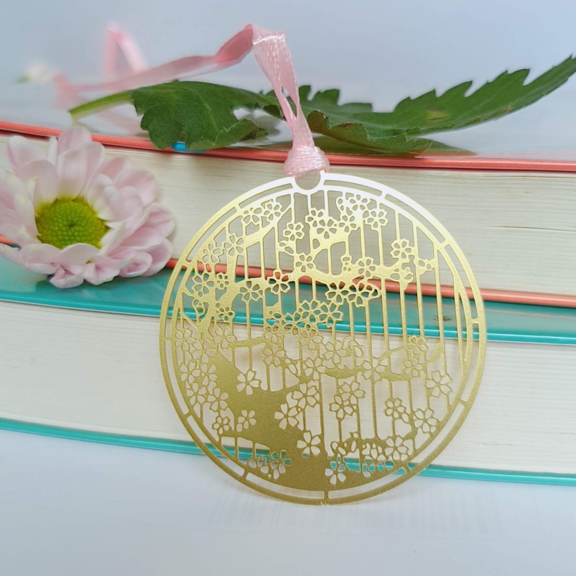 Bookmark kim loại họa tiết sakura hình tròn 02