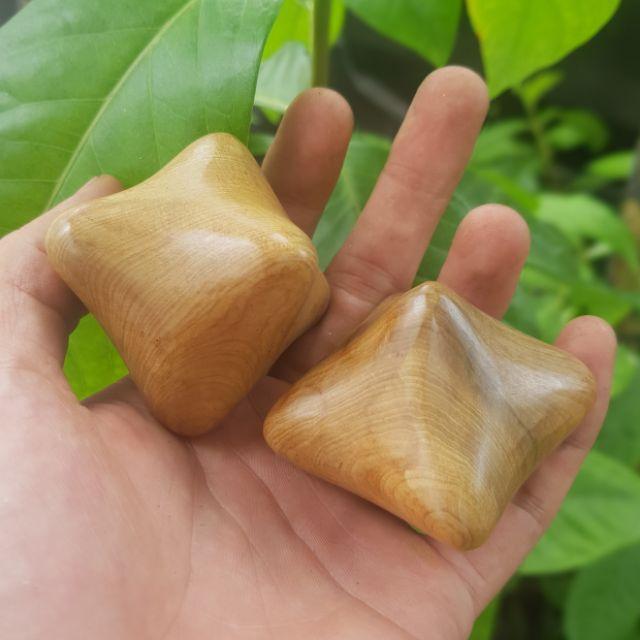 2 viên bi 6 cạnh gỗ thơm BÁCH  -  màu tự nhiên