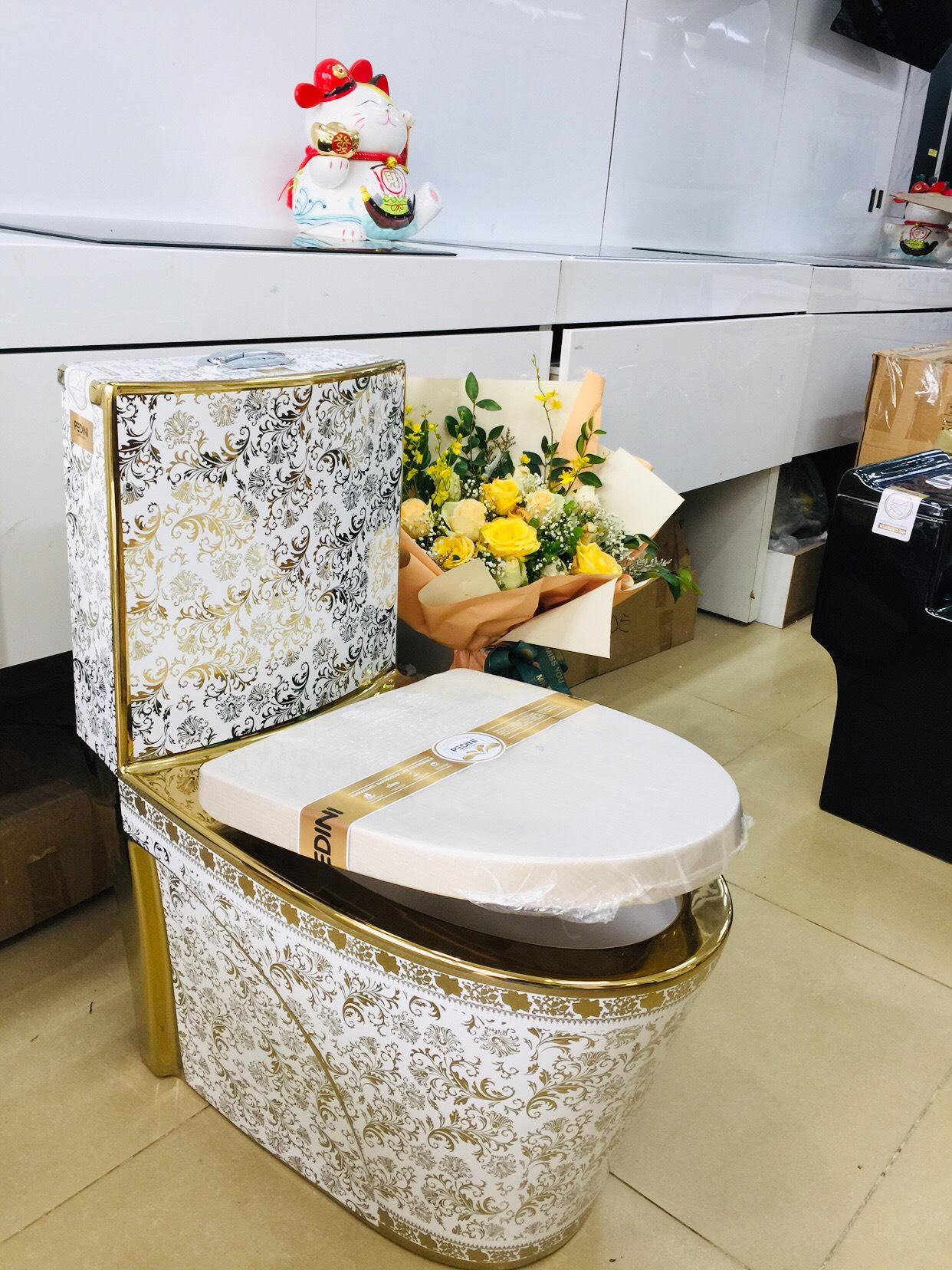 Bồn cầu hoa vàng cao cấp CHINOX họa tiết hoàng gia