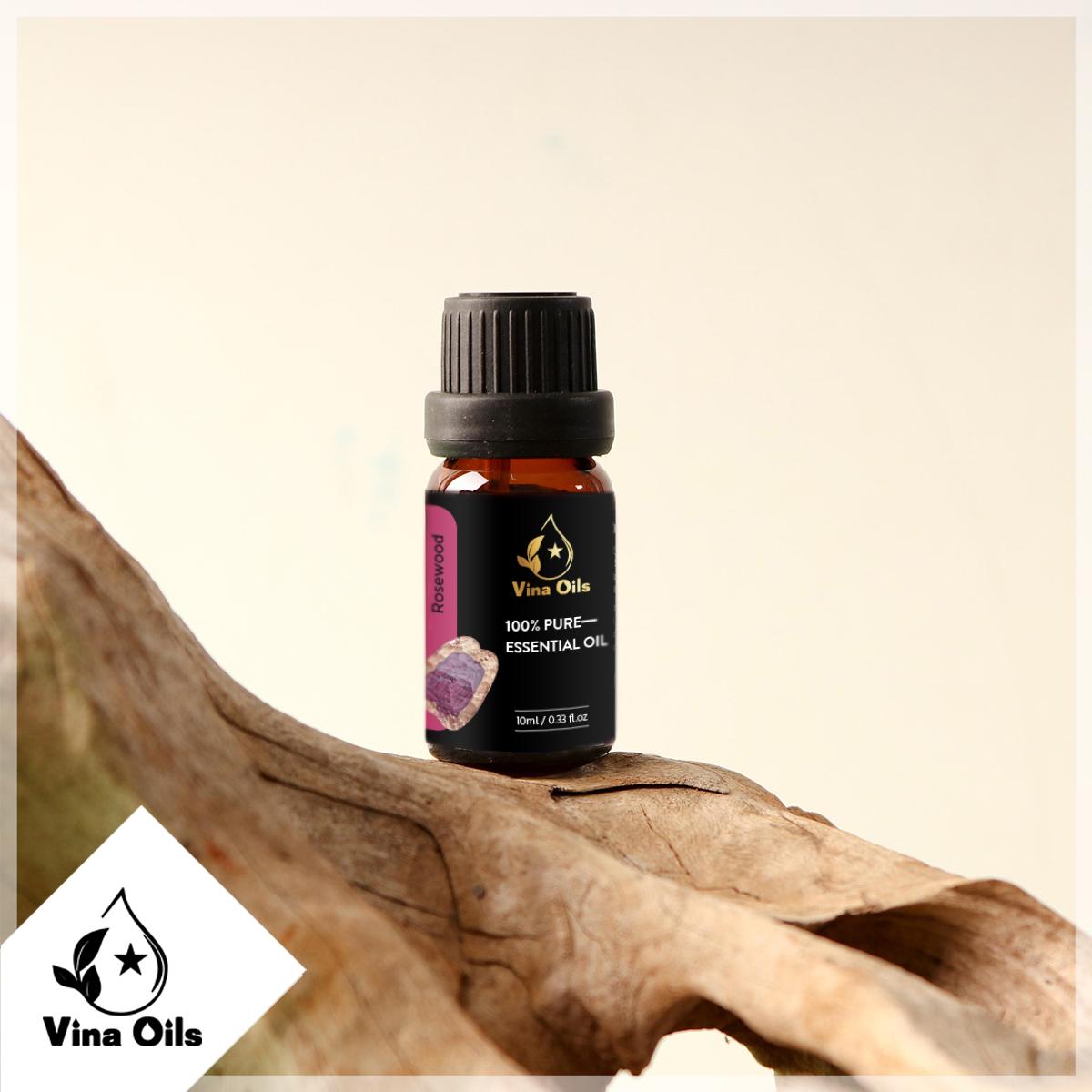 Tinh Dầu Gỗ Hồng Vina Oils 10ml - Rosewood Essential Oil 10ml -  Được Chiết Xuất Từ Thiên Nhiên Nguyên Chất - Mang Lại Cảm Giác An Tâm, Giảm Stress, Giúp Ngủ Ngon, Trẻ Hóa Làn Da Và Tăng Kích Thích Ham Muốn