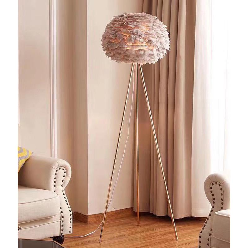 Đèn cây lông vũ - đèn đứng hiện đại trang trí phòng khách màu hồng phấn mới và đẹp nhất ML1009
