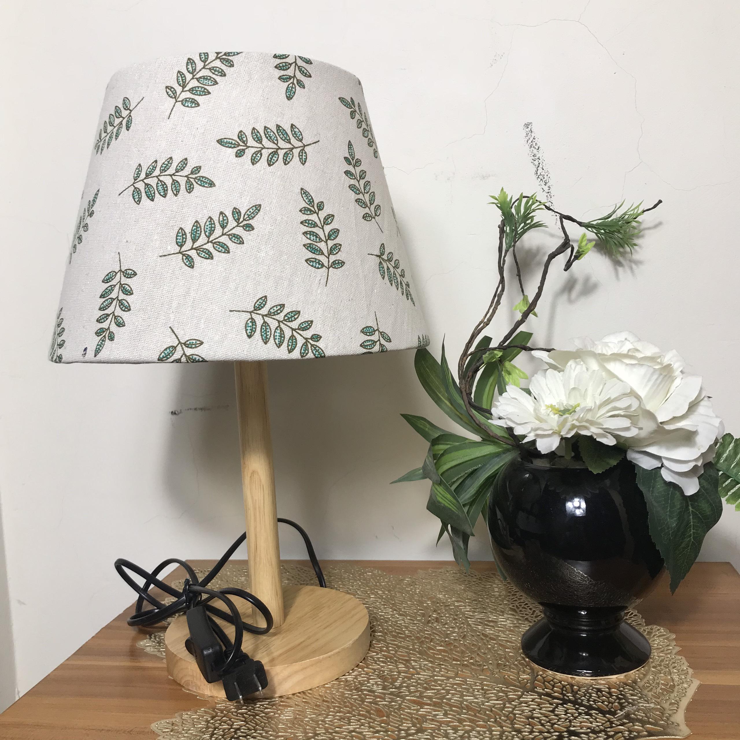 Đèn ngủ DB-B04 LÁ XANH - đèn ngủ để bàn mini chân gỗ dễ thương, chao vải canvas giá rẻ, công tắc bật tắt, kèm bóng
