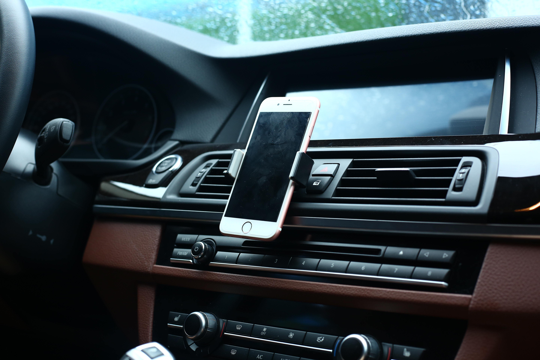 Kẹp điện thoại khe gió điều hòa trên xe hơi UGREEN 30283 - Hàng Chính Hãng