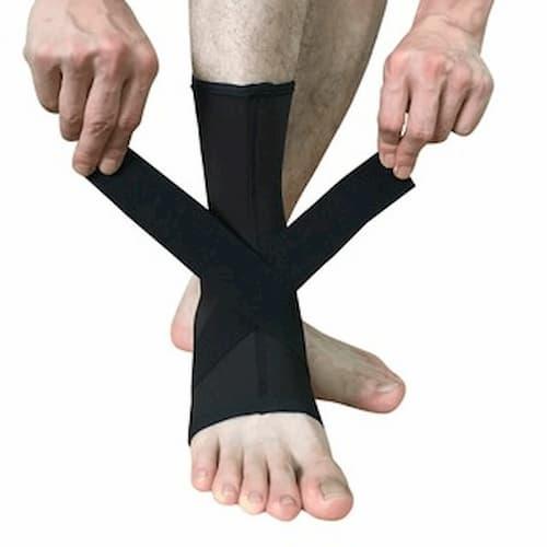 Đai bó cổ chân tránh chấn thương khi chơi thể thao