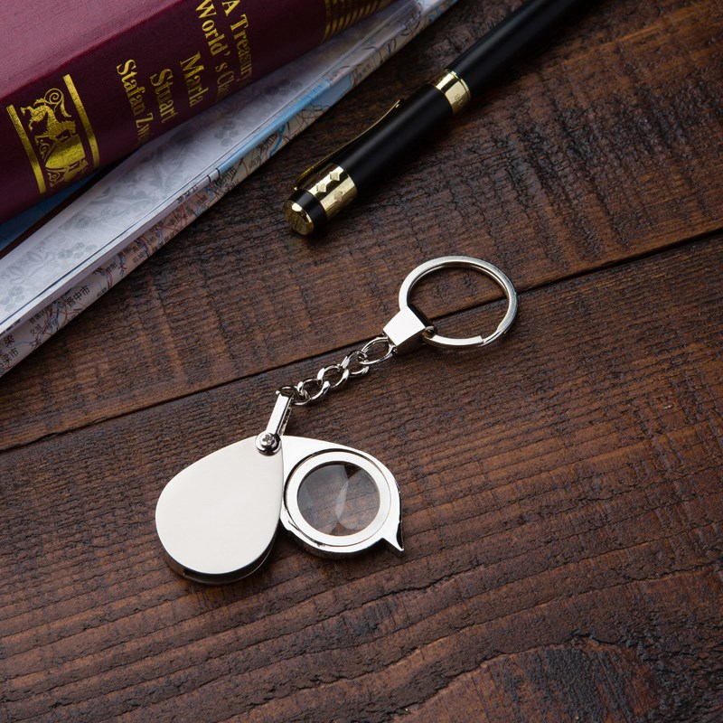 Kính lúp cầm tay phóng đại 15 lần kiêm móc khóa - Tặng kèm đèn bóp tay mini (màu ngẫu nhiên)