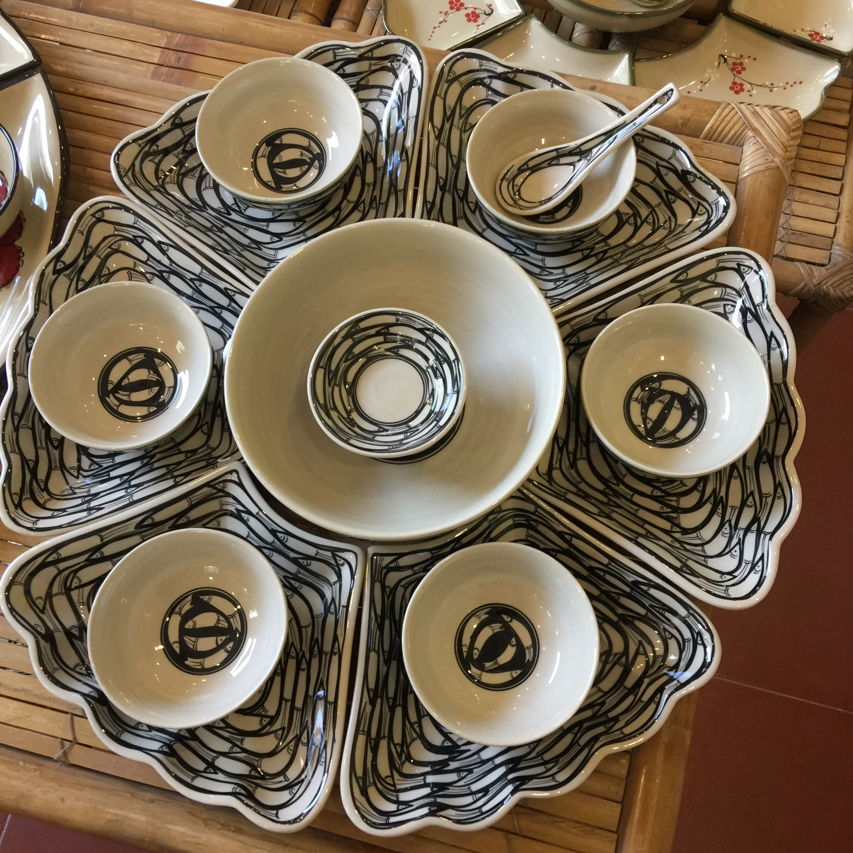 Bộ bát đĩa gốm sứ cao cấp hoa mặt trời họa tiết đàn cá đen dùng trong bữa cơm gia đình, thắp hương,... quà tân gia,...