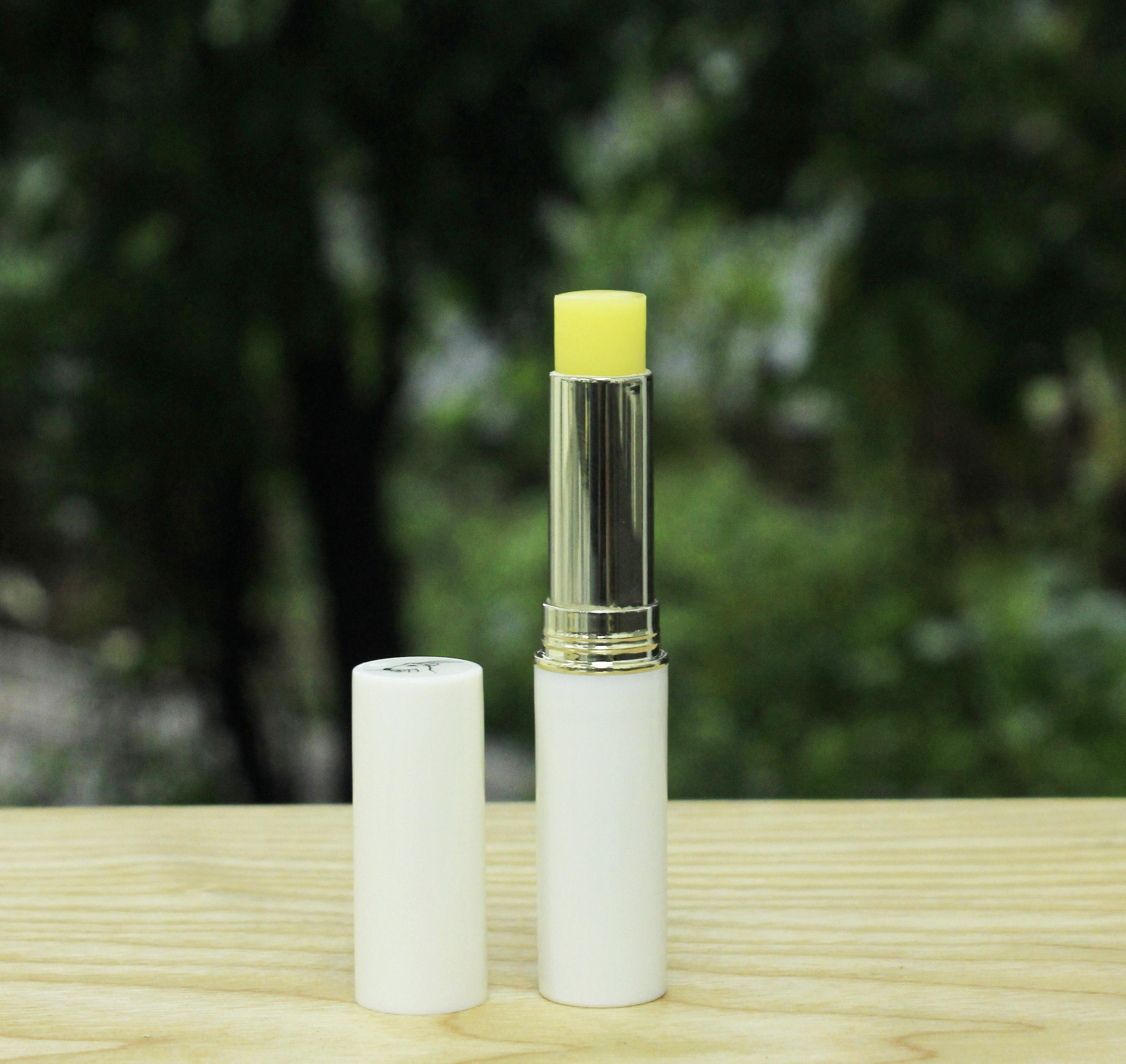 Son dưỡng môi tự nhiên hương Bưởi thương hiệu Sao la(3g) - Dưỡng ẩm môi, làm môi mềm, tươi hồng