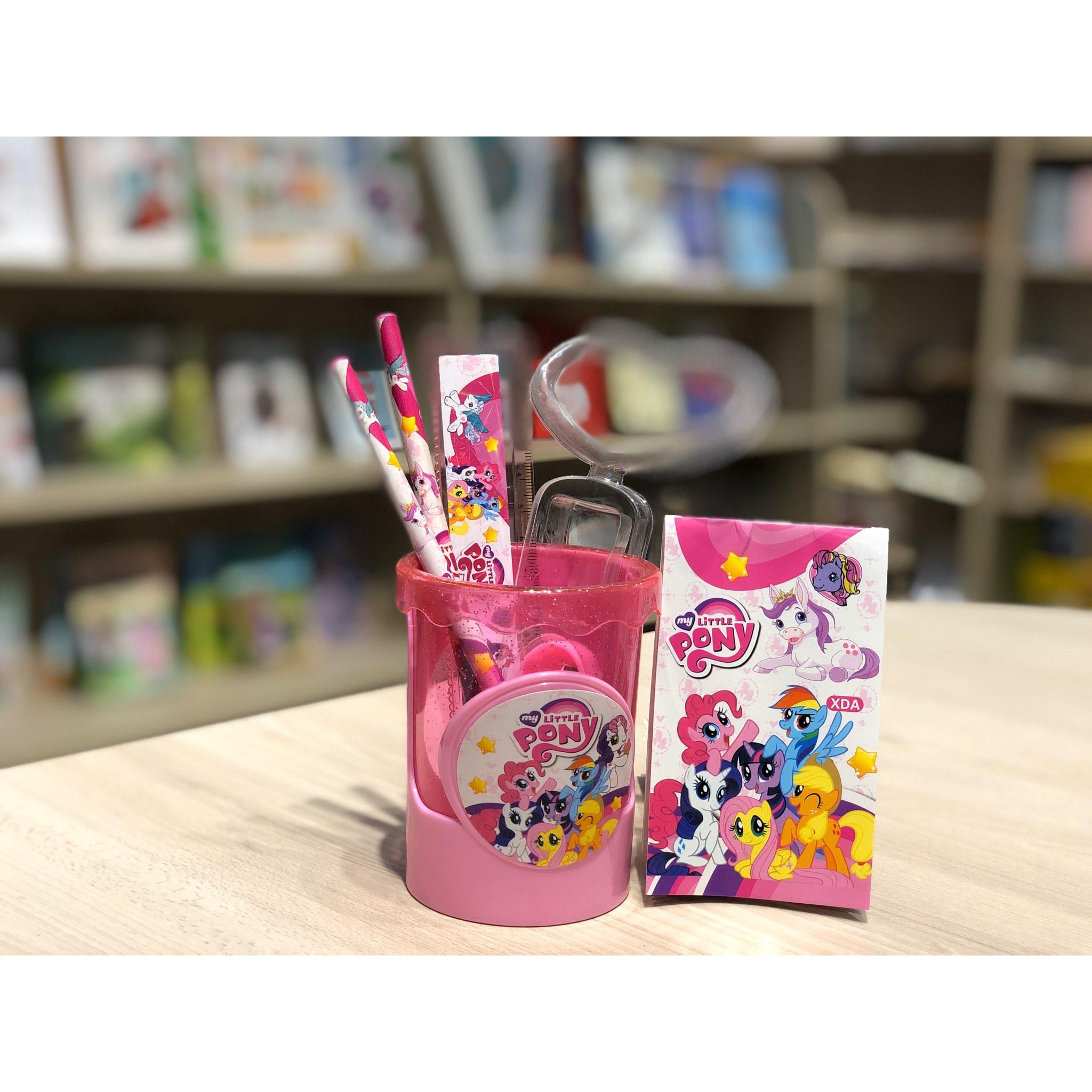 Cắm bút nhựa Cartoon hai lớp kèm dụng cụ học tập 7,5x10cm