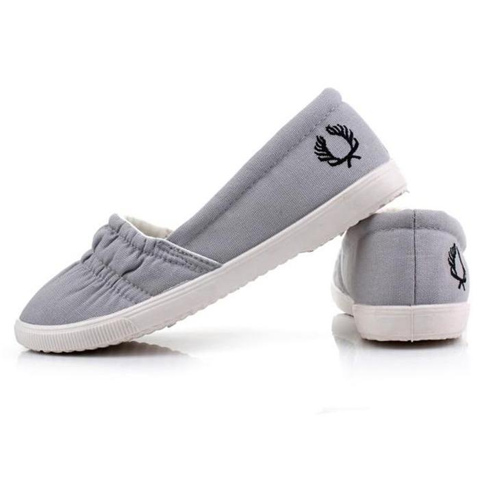 Giày lười êm chân, kiểu dáng thời trang dành cho nữ