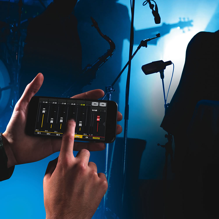 Bộ Trộn Âm Thanh Soundcraft UI12 Digital - Hàng Chính Hãng