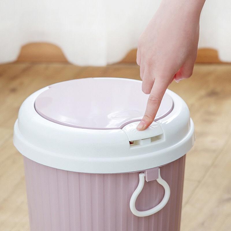 Thùng Rác Nhựa Có Nắp Đậy Kèm Nút Nhấn Tự Mở Tiện Lợi - Giao màu ngẫu nhiên